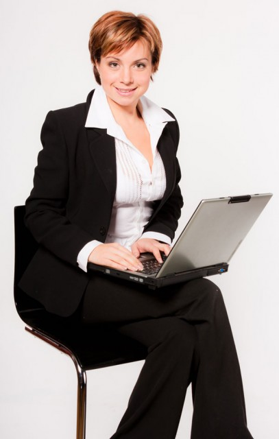 Business-woman-with-laptop-small